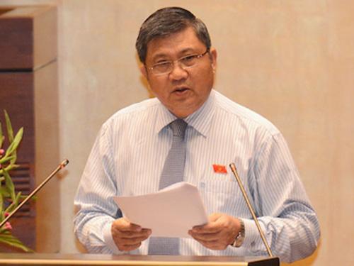 Chủ nhiệm Ủy ban Kinh tế của QH Nguyễn Văn Giàu trình bày Báo cáo thẩm tra về chủ trương đầu tư xây dựng dự án Cảng hàng không quốc tế Long Thành. Ảnh: GTVT