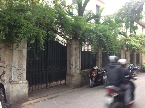 Căn biệt thự 12 Nguyễn Chế Nghĩa rộng 400 m2 này được gia đình ông Hoàng Văn Nghiên thuê với giá chưa tới 500.000 đồng/tháng
