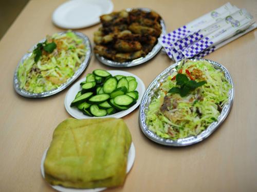 Bánh chưng, chả lụa, chả giò.... là những món ăn dân dã Việt Nam xuất hiện trong hầu hết các bữa tiệc của du học sinh