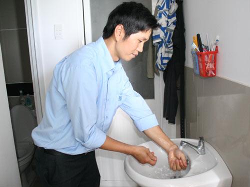 Người lao động ở khu lưu trú công nhân KCN Vĩnh Lộc xài nước đúng giá
