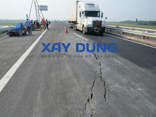 Vị trí đường cao tốc bị nứt. Ảnh: Báo Xây dựng