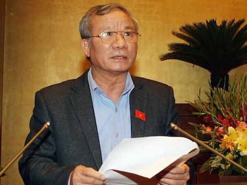 Chủ nhiệm Ủy ban Quốc phòng - An ninh Nguyễn Kim Khoa cho biết Ủy ban Thường vụ QH đề nghị trần cấp bậc giám đốc Công an Hà Nội và TP HCM là trung tướng
