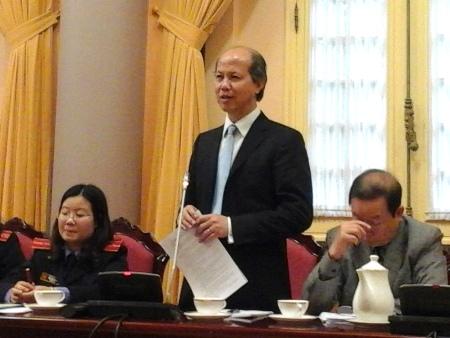 Ông Nguyễn Trần Nam cho biết bộ trưởng lĩnh lương hơn 10 triệu đồng, thuê nhà 150m2 như tiêu chuẩn thì phải trả hơn 2 triệu đồng.