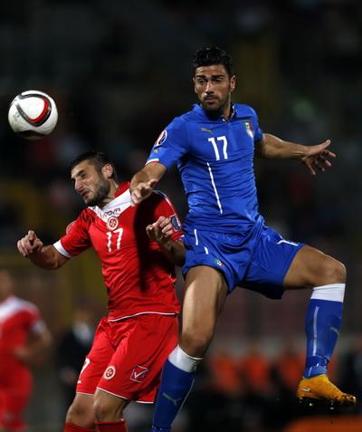 Graziano Pelle (17) ghi bàn thắng duy nhất cho tuyển Ý