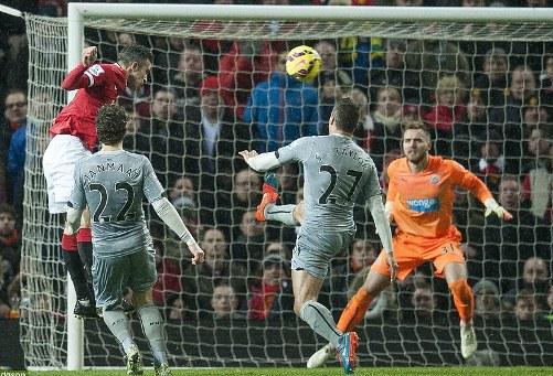 Van Perie ghi bàn thứ ba cho Man United