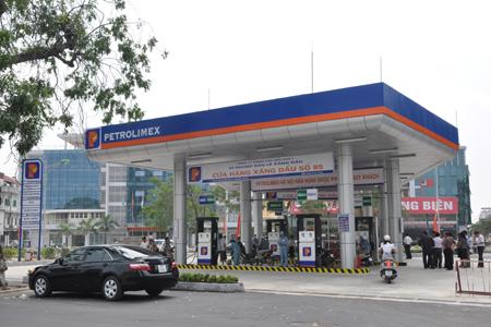 Petrolimex cho biết chỉ khoảng 40% lợi nhuận của tập đoàn đến từ việc kinh doanh xăng dầu. Ảnh minh họa