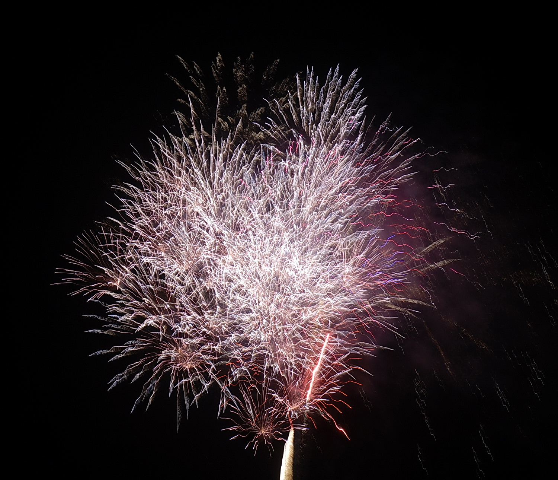 Bắn pháo hoa tại TP HCM. Ảnh: Tấn Thạnh