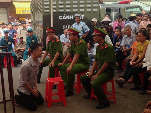Lê Thanh Bình quỳ gối xin gia đình người bị hại tha thứ