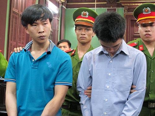 Bị cáo Trần Văn Luông (trái) và Hồ Duy Trúc tại phiên tòa phúc thẩm