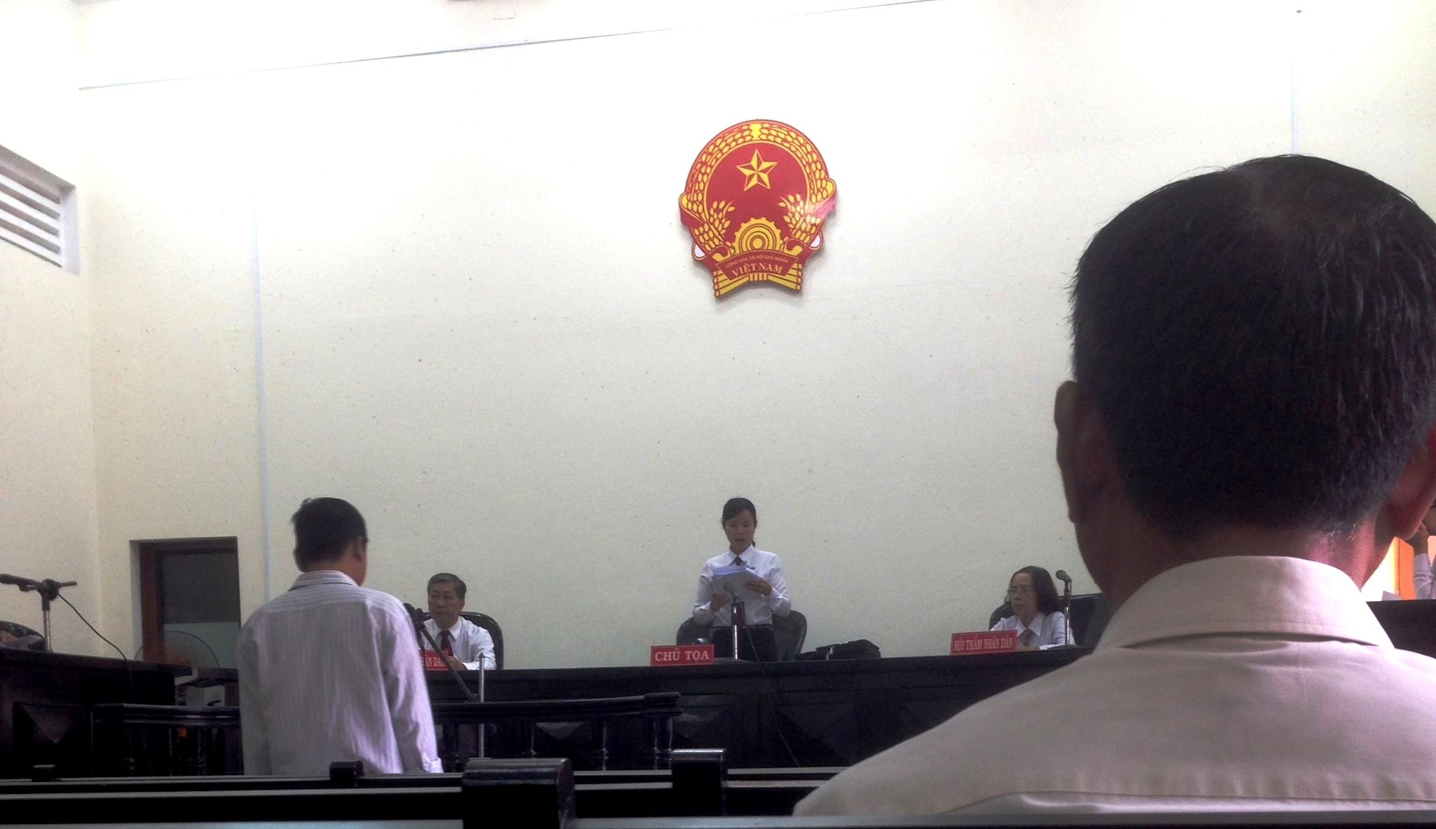 Phiên tòa xử Trung tá điều tra viên công an tỉnh Tiền Giang