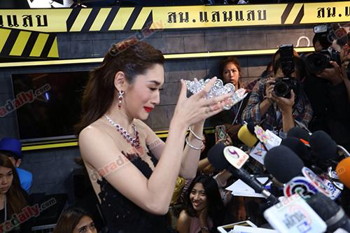 Á hậu Hoàn vũ Thái Lan từ chối trả vương miện