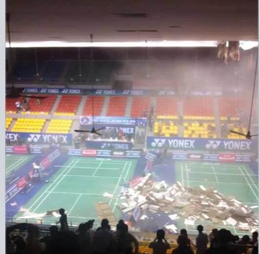 Trần nhà thi đấu Phan Đình Phùng đổ sập