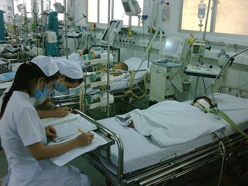 Trẻ điều trị sốt xuất huyết tại Bệnh viện Nhi Đồng 1 - TP HCM