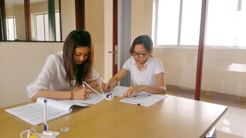Ứng viên đăng ký tìm việc tại Phòng Dịch vụ Việc làm Báo Người Lao Động