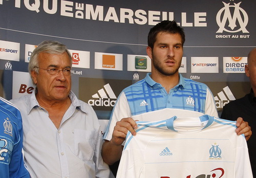 Cựu chủ tịch Jean-Claude Dassier và tiền đạo Andre Gignac năm 2010