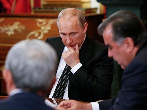 Tổng thống Nga Vladimir Putin hôm 7-5 kêu gọi các nhóm ly khai ở miền đông Ukraine ngưng tiến hành trưng cầu dân ý. Ảnh: Reuters