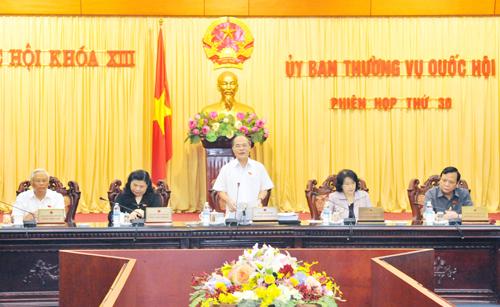 Chủ tịch Quốc hội Nguyễn Sinh Hùng chủ trì và phát biểu khai mạc Phiên họp thứ 30 của Ủy ban Thường vụ Quốc hội khóa XIII. Ảnh: TTXVN