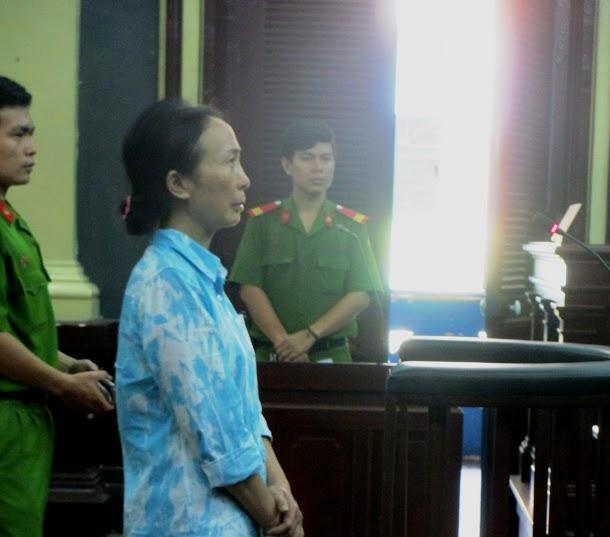 Bị cáo Hoa tại phiên tòa sáng 23-9