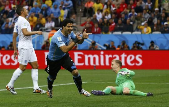Suarez trong trận thắng Anh 2-1 ở vòng bảng World Cup 2014