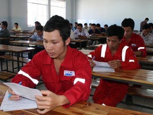 Công nhân thi thợ giỏi ngành Hàn do LĐLĐ TP HCM tổ chức