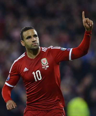 Ronson-Kanu ghi bàn thứ nhì cho Xứ Wales