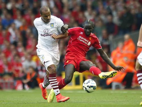 Agbonlahor (trái), tác giả bàn thắng vào lưới Liverpool