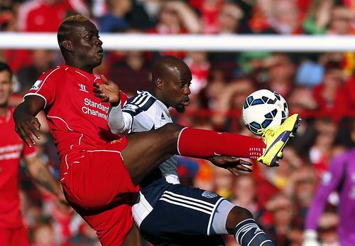 Balotelli vào sân và gây nhiều khó khăn cho khung thành West Brom