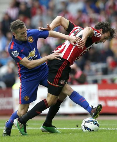 Man United chật vật đối phó lối chơi tấn công nguy hiểm của Sunderland