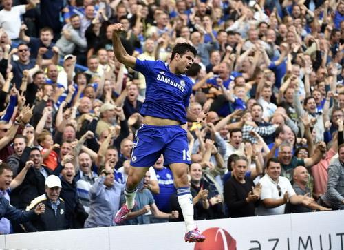 Diego Costa bay cao trên sân nhà sau pha lập công mở tỉ số