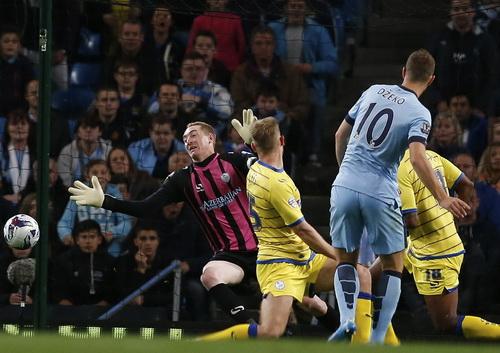 Edin Dzeko ghi bàn thứ nhì cho Man City