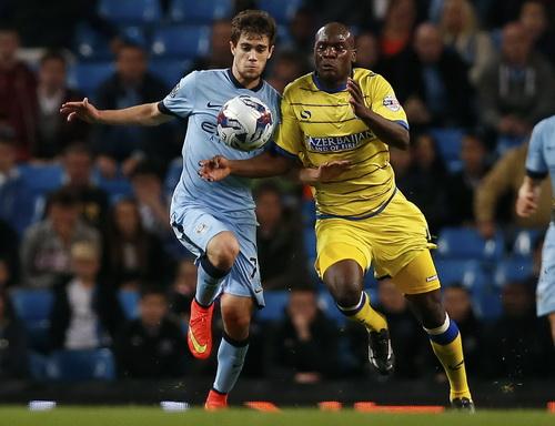 Tiểu Messi Juan Pozo (trái) ra mắt thành công ở Man City