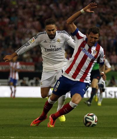 Cầu thủ Real chỉ biết phạm lỗi để hạn chế tình huống nguy hiểm trước cầu môn Casillas