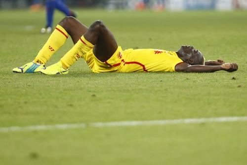 Balotelli nằm vạ khá nhiều trong trận đấu với Basel để kiếm đá phạt