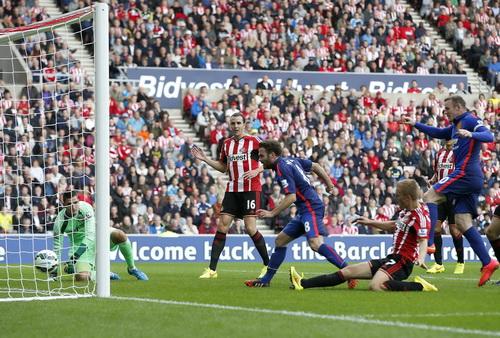 Juan Mata (8) ghi bàn mở tỉ số cho đội khách M.U