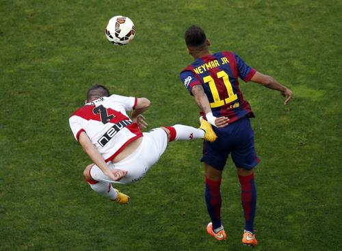 Neymar cũng đã có 7 bàn sau 7 trận