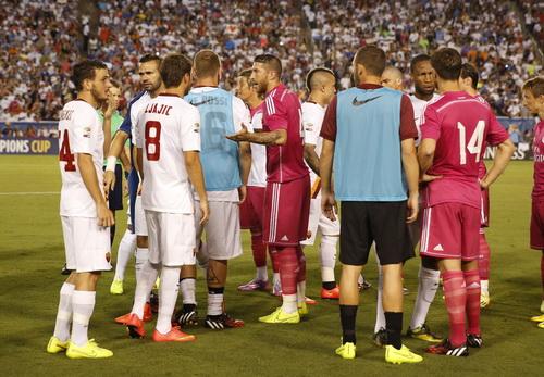 Real Madrid thất bại mà lòng vẫn ấm ức trước Roma