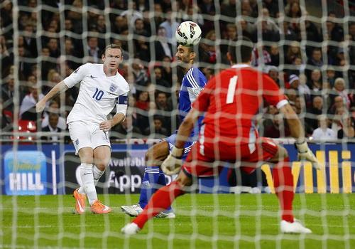 Wayne Rooney chơi xông xáo và có bàn thắng ở trận đấu này