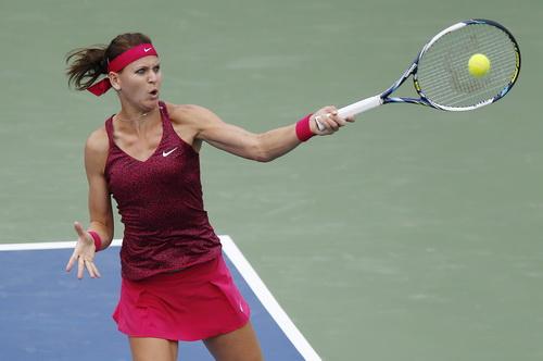 Lucie Safarova khởi đầu mạnh mẽ