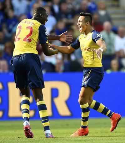 Alexis Sanchez ghi bàn nhưng HLV Wenger vẫn âu lo