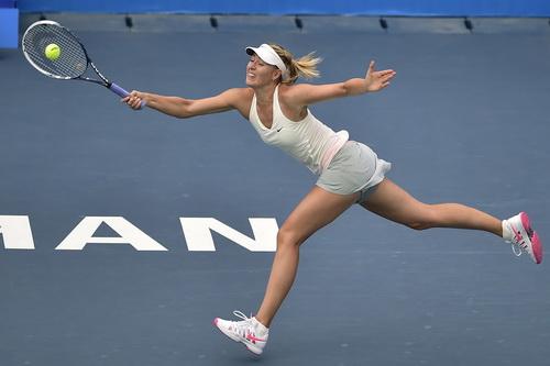 Maria Sharapova vất vả trước Timea Bacsinszky