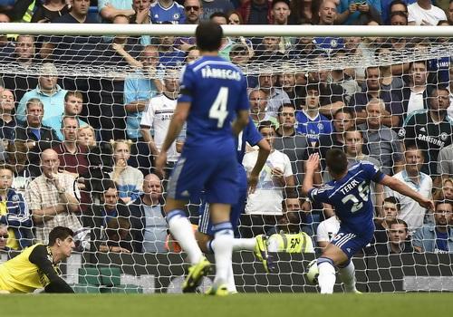 Chelsea khởi đầu đầy khó khăn với pha đốt lưới nhà của John Terry (26)