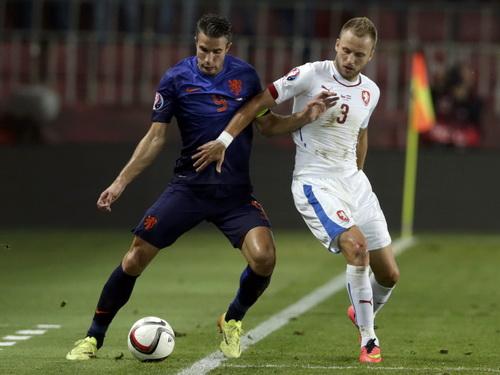 Thủ quân Van Persie thi đấu mờ nhạt ở trận thua CH Czech