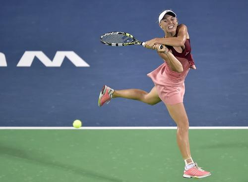 Wozniacki không thể đánh bại Bouchard ở bán kết