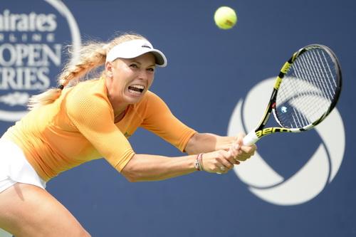 Wozniacki không vượt qua được tượng đài Serena