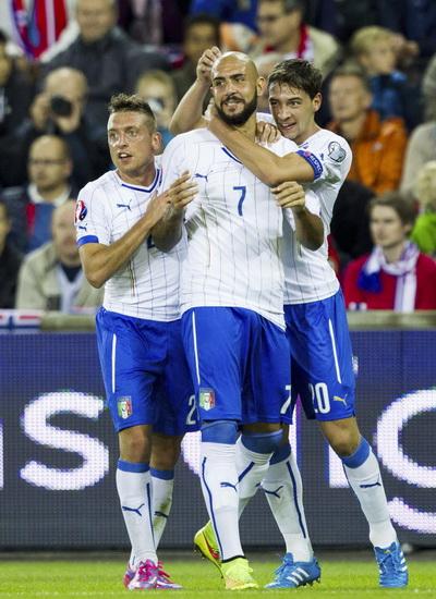 Tân binh Simone Zaza (7) liên tục lập công cho tuyển Ý