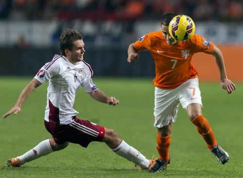 Ibrahim Afelay chơi rất hay trước Latvia