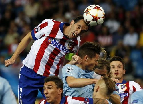 Atletico Madrid (áo sọc) thắng tưng bừng trước Malmo