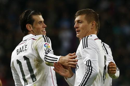 Kroos sát cánh cùng các chân sút Real Madrid