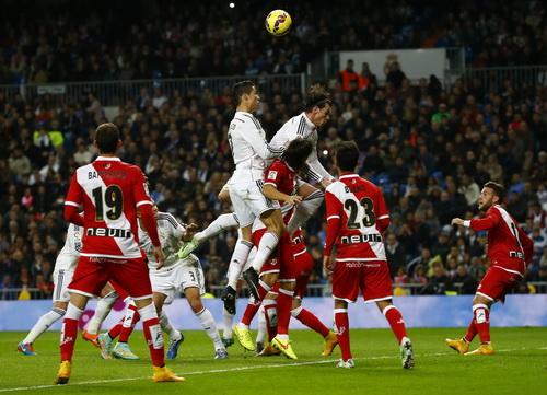 Gareth Bale và Ronaldo luôn là mối nguy hiểm cho khung thành Valecano