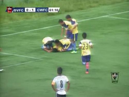 Cầu thủ hai đội kinh hoàng vì tai nạn của Peter Biaksangzuala